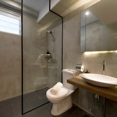 Compassvale Ancilla: industrial Bathroom by Eightytwo Pte Ltd