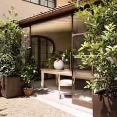 S.Monaca Townhouse: Giardino d'inverno in stile  di Luigi Fragola Architects