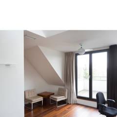 dachgeschoß atelier:  Arbeitszimmer von beissel schmidt architekten