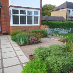 Front Garden:  Garden by Fenton Roberts Garden Design