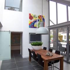 nieuwe leefkeuken:  Eetkamer door EIKplan architecten BNA