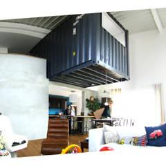 + LE CONTAINER: Salon de style de style Moderne par SPACE MAKER