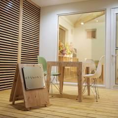 Oficinas y Comercios de estilo  por ユウ建築設計室