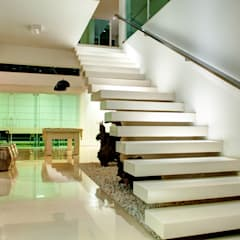 Hall de Entrada: Corredores e halls de entrada  por Renato Lincoln - Studio de Arquitetura