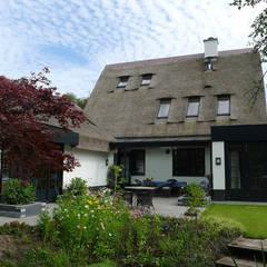 Relatie gebouw-tuin:  Huizen door Architectura