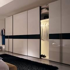 ARMARIOS EMPOTRADOS: Dormitorios de estilo  de MUEBLES RABANAL SL