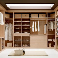 mediterranean Dressing room by MUEBLES RABANAL SL