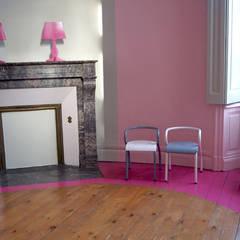Chambre rose: Chambre d'enfant de style de style Méditerranéen par Bénédicte Mahé Derouet