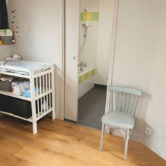 Chambre bébé: Chambre d'enfant de style  par Lise Compain