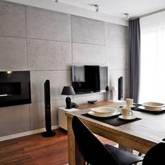 Betonoptik Wandpaneele als Hintergrund für Kamin un Fernseher:  Esszimmer von Loft Design System Deutschland - Wandpaneele aus Bayern