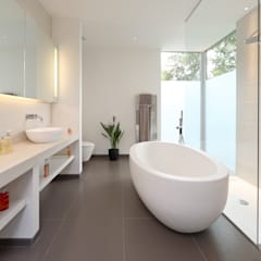 ​Brixham House: modern Bathroom by Nicolas Tye Architects