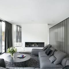 Woonhuis 47044:  Woonkamer door Geert van den Oetelaar Architect