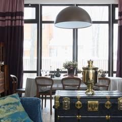 «Ягодная» дача: Столовые комнаты в . Автор – Atelier Interior, Эклектичный