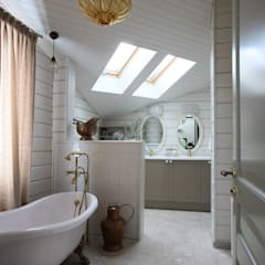 «Ягодная» дача: Ванные комнаты в . Автор – Atelier Interior, Кантри
