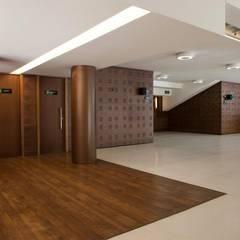 Vista foyer: Centros de congressos  por Lazuli Arquitetura