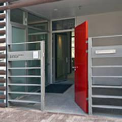 herenhuis IJburg Steigereiland:  Gang en hal door Florian Eckardt - architectinamsterdam