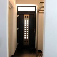 Historisches Torhaus im Odenwald Moderner Flur, Diele & Treppenhaus von Karl Kaffenberger Architektur   Einrichtung Modern