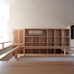 北烏山の家(外断熱の2世帯住宅(庫裏)): 中川龍吾建築設計事務所が手掛けた書斎です。