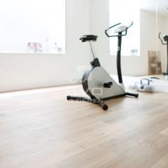 Villa Blaricum:  Fitnessruimte door BVO Vloeren,