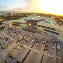 mega park main facade: Centres commerciaux de style  par mb architects