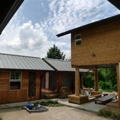 문턱이 닳는 집  VOL04당림리공방주택: a0100z space design의  정원