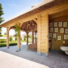 بلكونة أو شرفة تنفيذ Rasenberg exclusieve tuinpaviljoens & eiken gebouwen b.v.,