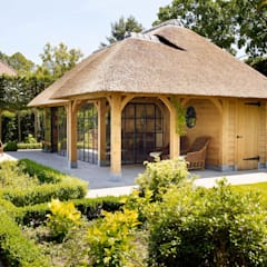 Eikenhouten bijgebouw:  Terras door Rasenberg exclusieve tuinpaviljoens & eiken gebouwen b.v., Landelijk