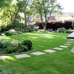 Shady family garden:  Garden by Louise Yates Garden Design