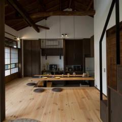 by 森村厚建築設計事務所 Asian لکڑی Wood effect