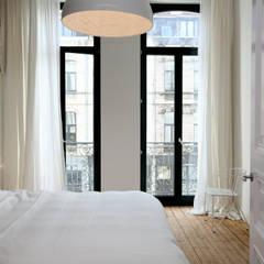 Project Herenhuis Antwerpen:  Slaapkamer door Antequercus