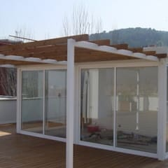 Proyectos y Mobiliario : Terrazas de estilo  de DEKMAK interiores