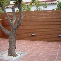 Proyectos y Mobiliario : Terrazas de estilo  de DEKMAK interiores, Moderno