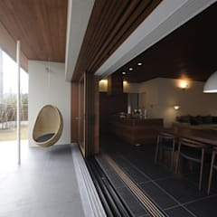 中山町の家: 深山知子一級建築士事務所・アトリエレトノが手掛けたテラス・ベランダです。,モダン