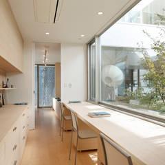 STUDY / 書斎(子供の勉強スペース:キッチン・ダイニング・リビングから見える位置) | 数寄の家 | 高級邸宅: Mアーキテクツ|高級邸宅 豪邸 注文住宅 別荘建築 LUXURY HOUSES | M-architectsが手掛けた書斎です。