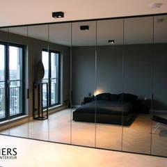 Wibautstraat, Amsterdam:  Slaapkamer door Hamers Meubel & Interieur