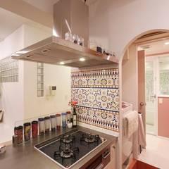 Cocinas de estilo mediterráneo por nuリノベーション