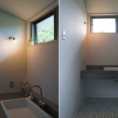 N-house: さくま建築設計事務所が手掛けた浴室です。