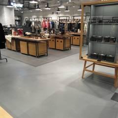 "COEX Mall Premium Brand "" R A U M "" 빈크리트 시공 : 빈flow의  벽,인더스트리얼"