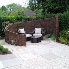 Taman by Cherry Mills Garden Design
