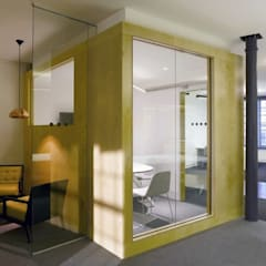 Meeting rooms - Leo Burnett offices:  Office buildings by Salt and Pegram