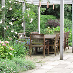 Country Family Garden With Oriental Water Garden:  Garden by Cherry Mills Garden Design