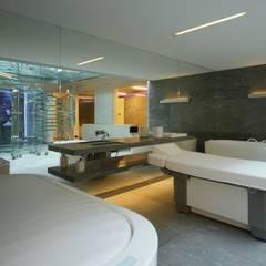 Guesthouse met spa en welness:  Spa door KleurInKleur interieur & architectuur