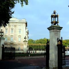 Buckingham Gates, London, SW1:  Museums by Barwin