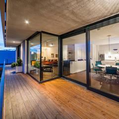 opEnd house - Einfamilienhaus in Lorsch:  Terrasse von Helwig Haus und Raum Planungs GmbH
