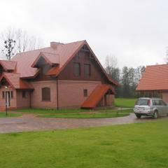 Dom na wsi: styl , w kategorii Garaż zaprojektowany przez Piekarek Projekt-Paweł Piekarek