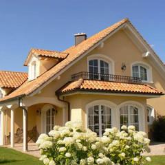 Casas de estilo  por Rimini Baustoffe GmbH
