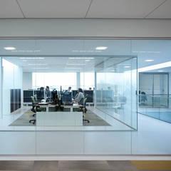 uitbreiding hoofdkantoor CM Breda:  Kantoorgebouwen door atelier2architecten,