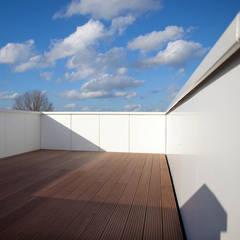 CM dakterras:  Kantoorgebouwen door atelier2architecten