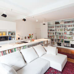Discovery Bay Flat, HK:  Living room by atelier blur / georges hung architecte d.p.l.g.