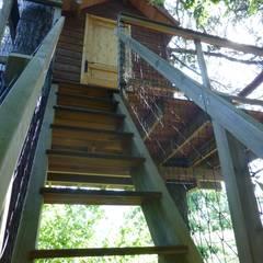 Une cabane perchée à Grenoble: Jardin de style  par Cabaneo